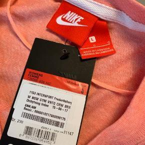 Ubrugt træningstrøje fra Nike i lækker blød kvalitet