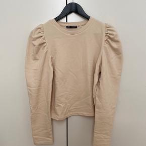 Ny Zara bluse/jumper med puffy-ærme, aldrig brugt