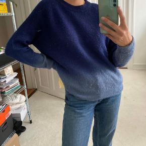 Envii sweater med ombre Str. M Ny pris 350kr Pris 299kr Sælges fordi jeg ikke får den brugt