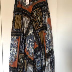 BoHo plisseret nederdel mega fed desværre for lang til mig jeg er 164cm