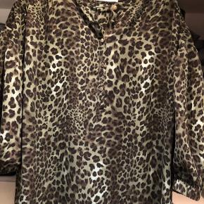 Brugt en gang - passer en s/m   Bruges som kjole eller tunika   Køber betaler fragten