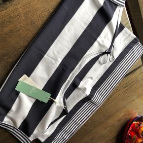 Super fin bluse fra Esprit i dejlig facon. God kvalitet. Lige købt men har en næsten ligeså dan.