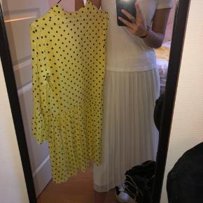 BYD GERNE! Kjolen er købt sidst sommer og kun brugt enkelte gange.