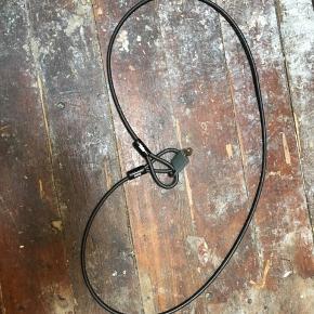 Kædelås, hængelås medfølger. 1 meter lang.