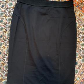 Fineste nederdel med masser af strech og elastik i livet. Brugt få gange. Bud fra 250pp