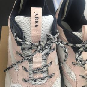 Cool og super behagelige sneakers fra Arkk Cph. Haft på to gange.