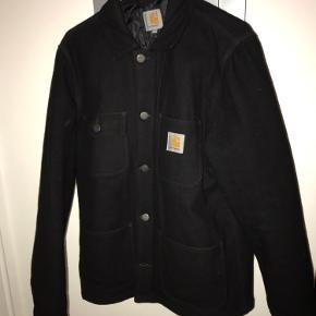 Fin carhartt jakke, der er perfekt til efterår/vinter