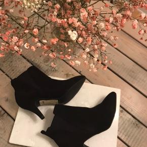 Klassiske støvletter fra Bianco. Nypris: 599,95,-.  Aldrig brugt.