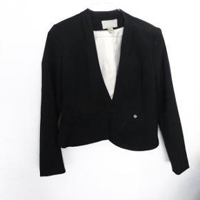 H&M blazer  størrelse: 34   pris: 150 kr   fragt: 37 kr