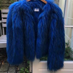 Jeg sælger denne klassiske pels fra Saks Potts. Fejler ingenting. BYD!