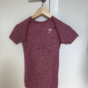 Vital seamless t-shirt Normalpris: 300kr  Brugt meget få gange da den var for lille. Den er derfor i perfekt stand.   Køber betaler fragt.