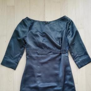 Skræddersyet kjole med bælte Str. S
