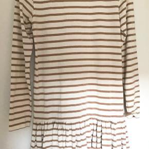 Sød kjole fra Ganni. Den er i perfekt stand og er ikke blevet brugt. Kommer fra røgfrit hjem. Sender gerne.