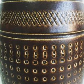 Vintage keramikvase fra Bay Keramik West Germany. Super fin stand. Mål: H: 25,5 cm. Vasen koster 125 kr. #vintagevase #keramikvase #westgermany #baykeramik #retrovase #retrokeramik #vintagekeramik