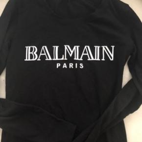 Sælger denne fede Pierre balmain bluse i størrelse M :)