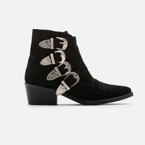 Smukke klassiske Toga Pulla støvler i sort ruskind