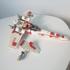 Starwars fly  sælges uden mænd og uden manual  men som på foto   måler 32 cm i længden   pris  fast  160 kr   afhentning på adressen i Hvidovre
