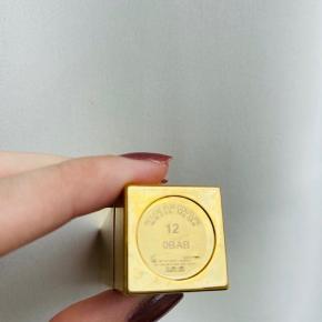 YSL læbestift fra Rouge Pur Couture kollektionen.   Læbestiften er ikke hvid, men slebet en unik signatur af glans og skinnende farve til læberne.