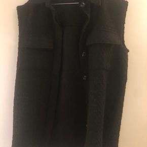 Neo Noir vest