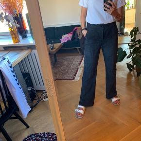 Smukkeste og blødeste skind bukser fra gestuz, som jeg desværre ikke får brugt nok.