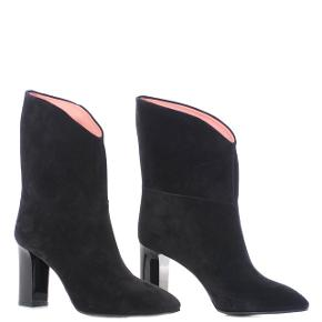 Acne støvler i ruskind med blank hæl. De er brugt én gang. Købt i Stylepaste i Århus. Box og dustbags medfølger