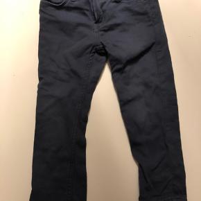 Pæne mørkeblå bukser - fungeret som ekstra bukser i børnehaven.  Sender ikke ☺️