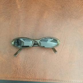 Sand solbriller, sælges...     Brugt, men i fin og flot stand..  ..   Super fed profil, og helt oppe i tiden..   Mener nyprisen var omkring 1000, for et par år siden..     SE OGSÅ MINE ANDRE ANNONCER.. :D
