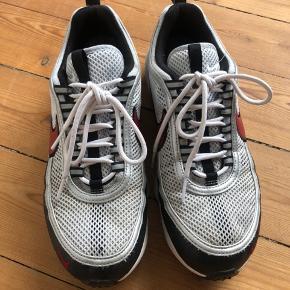 Spiridon sneakers. Byd