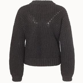 Lækker sort strik i kraftig kvalitet fra Finecph. 40% uld, 30% alpaca, 30% akryl Aldrig brugt, bytter ikke mindstepris 475 kr ( ny pris 1499,-)