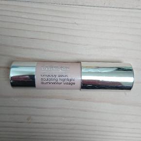 01 Hefty highlight med shimmer. 3,6 g Aldrig brugt. Kan sendes som brev med postnord eller for 37 kr som forsikret pakke. BYTTER IKKE