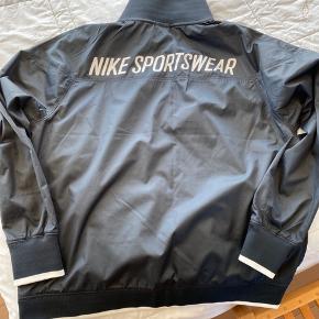 Lækker jakke fra Nike.  Bytter ikke.