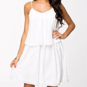Super fin kjole fra RUT&CIRCLE, aldrig brugt. Str. XL. Polyester.