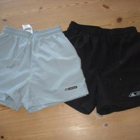 sorte shorts med netfoer str. 152-12 år blå shorts med netfoer str. 140-10 år Sælges pr stk 85 incl