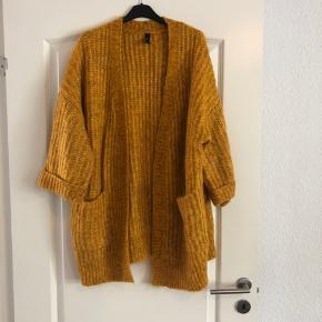 Smuk ulden cardigan, i perfekt stand...  Jeg bytte ikke... Sender gerne... Køber betaler fragt... PRISEN ER FAST!!!