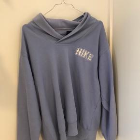 Mega fed 90'er vintage sweater/hoodie fra Nike i en flot lyseblå farve