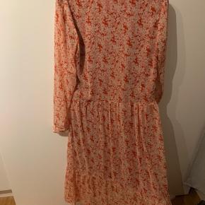 Smuk smuk maxi kjole fra mache  Brugt 2 gange.  Nypris 900, sælges for 450 pp