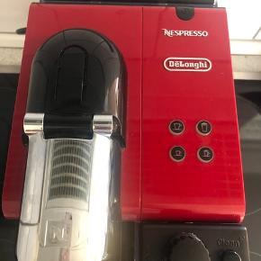 Nespresso delonghi med mælkeskummer. Virker fint - bliver dog ikke brugt og derfor sælges den.