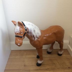Porcelæns hest 52 cm høj
