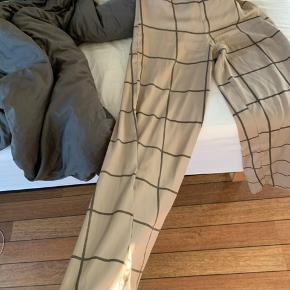 Sælger disse super fine ternede bukser, fra gina tricot. De er mega behagelige og flotte:) Tjek min profil for mængderabat:) ellers byd