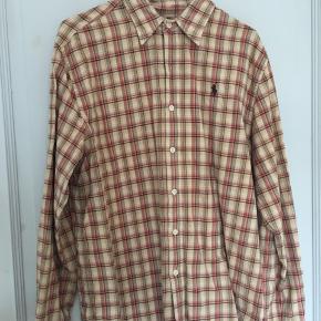 Rigtig fin skjorte. Der står str 12 i den, men svarer til en medium/large