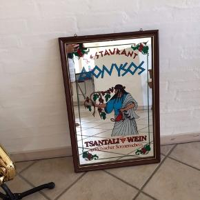 STORT og total skønt Retro spejl. Stammer fra nedlagt græsk restaurant. Skab sydlandsk stemning i din stue eller orangeri med denne unika.  Højde 77cm Bredde 51cm