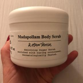 Never used body scrub with a fresh clean cotton smell. Never used. Full price 85dkk
