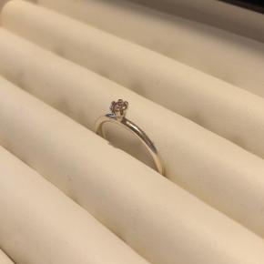 Ring med lyserød sten fra spinning i sølv  Str. S  Byttes ikke - mulighed for afhentning