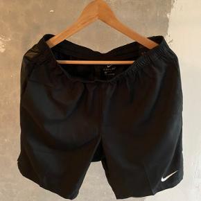 Nike shorts sort  Str.  Medium Cond. 10/10  Prisen er ikke fast så kom med et bud!  Tjek min profil for en masse lækre ting😀