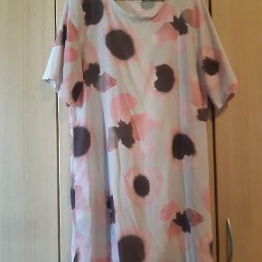 T-shirt kjole fra Monki