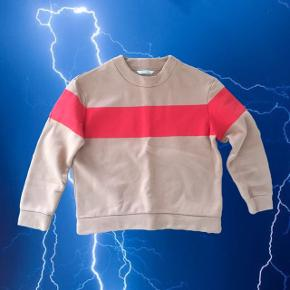 Beige/brun trøje med rød detalje fra Won Hundred. Der står ikke størrelse i men jeg bruger S og passer den  ❌ læs min shop beskrivelse ❌