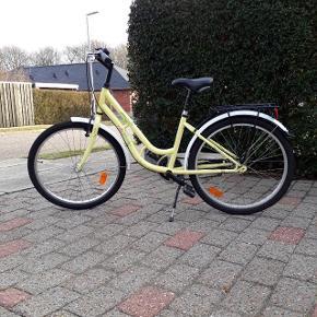 "Pigecykel 24"" - Rocky 3 gear - Gul - Model Shopping Classic junior - Stålstel 36 cm.  Står i virkelig fin stand!"