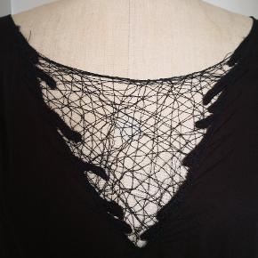 Rabens Saloner bluse i medium, farve almost black, brugt 3-4 gange, ikke vasket endnu. Sælges udelukkende pga stort vægttab.