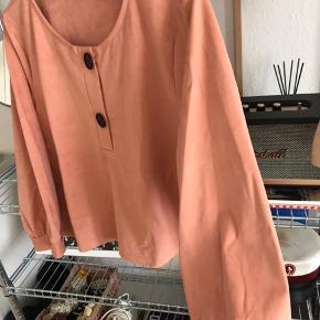 Kropped trøje fra Zara, får den ikke længere brugt, passes af en L men er en XL