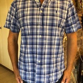 Polo Ralph Lauren flot skjorte. Brugt lidt men fejler intet.  Byttes ikke.
